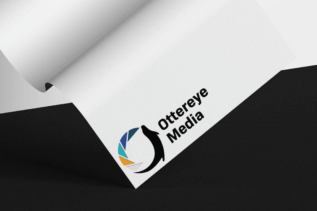 Ottereye Media - Logo auf Papier mit Prägung